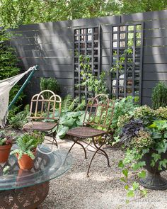 garden trellis // Design Sponge HPG -- mirror from A store and glue on grids. Them paint or stain Trellis Design, Diy Trellis, Garden Trellis, Trellis Ideas, Balcony Garden, Trellis Panels, Privacy Trellis, Trellis Fence, Herbs Garden