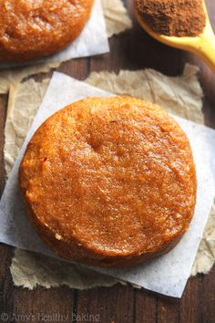 Pumpkin Pie Protein Cookies -- these skinny, protein-packed cookies don't taste healthy at all! Just 78 calories & acceptable for breakfast! Pumpkin Cookie Recipe, Pumpkin Cookies, Cookie Recipes, Pumpkin Pies, Protein Cookies, Protein Foods, Protein Bars, Quest Protein, Protein Muffins