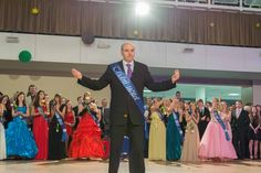 Foto z maturitního plesu. Photo from prom night.