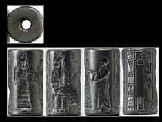 Sello cilíndrico de hematita neosumerio (2150 a. C. – 2000 a. C.) en el que se observa la presentación de un devoto a una deidad sentada. Una diosa ataviada con un vestido escalonado guía al fiel intercediendo por él y alza su mano abierta en un gesto piadoso. La inscripción de tres líneas da testimonio del nombre y la ocupación del propietario del sello: «Lugal-dugedu, escriba, hijo de Ur-dingira.»