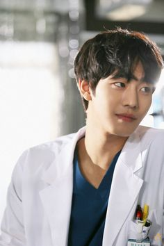 Actor Ahn Hyo-Seop flaunts his gorgeous smile while on set of airing drama 'Dr. Woo Sung, Lee Sung Kyung, Kim Bok Joo, Kim Myungsoo, Ahn Hyo Seop, Romantic Doctor, W Two Worlds, Yoo Ah In, Handsome Korean Actors