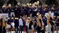 Un flashmob llenó de música el centro de Compostela para reivindicar a las personas que tienen algún tipo de enfermedad tiroidea
