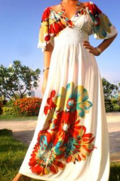 Creamy waisted maxi dress with large floral print Plus Size Maxi Dresses, Plus Size Outfits, Casual Dresses, Summer Dresses, Plus Sise, Maxi Dress Wedding, Dress Prom, Party Dress, Modelos Plus Size