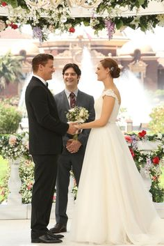 The wedding entrance was perfect... Bones Wedding: See Booth and Brennan Finally Tie the Knot!
