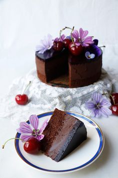 Cherry Chocolate Mousse Cake {Vegan} #vegan #cake #dairyfree #chocolate #cherry