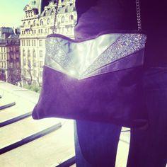 Laurine de l'équipe TheTops porte à merveille le #sac Anna noir de Chouette Fille !