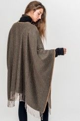 BE ALPACA PONCHO GREEN + BEIGE