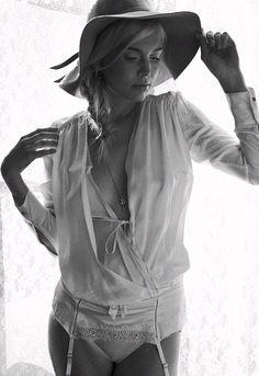 Intimate Lighting | Iris Ann #photography | Nude Magazine 29 August 2012