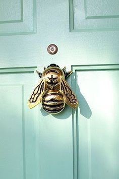 Reinvent your front door with a stylish door knocker and a fresh c… Knock, knock! Reinvent your front door with a stylish door knocker and a fresh coat of Benjamin Moore paint! Head to my website for the… Continue Reading → Front Door Paint Colors, Painted Front Doors, Paint Colours, Green Front Doors, Front Door Decor, Door Knockers Unique, Door Knobs And Knockers, Brass Door Knocker, Deco Luminaire