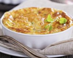 We present healthy and simple cheese omelette recipes to make your dinner-table cuisine a pure taste delight. Get the easiest recipes for various culures. Egg And Cheese Casserole, Cheesy Hashbrown Casserole, Macaroni And Cheese, Halloumi Burger, Cheese Bake Recipes, Cheese Omelette, Low Sugar Diet, Cheese Souffle, Breakfast Bake