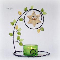 Hvězdička svítí Wire Crafts, Xmas Crafts, Copper Wire Art, Wire Art Sculpture, Crafts For Seniors, Beaded Animals, Beads And Wire, Wire Work, Suncatchers