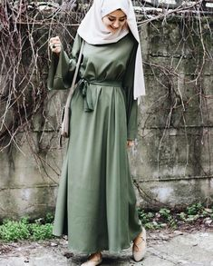 Image about style in hijab girls by Faiza on We Heart It Modern Hijab Fashion, Muslim Women Fashion, Hijab Fashion Inspiration, Islamic Fashion, Abaya Fashion, Modest Fashion, Fashion Dresses, Modele Hijab, Muslim Dress