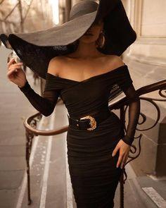 tay classy 🖤 Top & skirt from Hot Miami Styles Black Women Fashion, Look Fashion, Womens Fashion, Miami Fashion, Petite Fashion, 80s Fashion, Curvy Fashion, Winter Fashion, Luxury Fashion