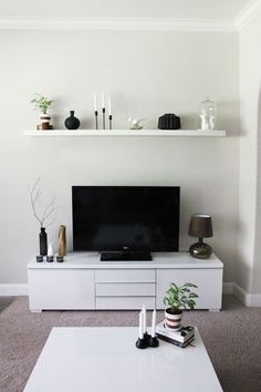 Kleines Wohnzimmer Einrichten Tv Sideboard Weiss Schwebendes Wandregal