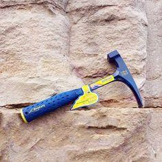 Le marteau égriseur Estwing en version très haut de gamme big blue. Un des meilleurs marteaux de géologue au monde!