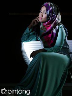 Empat tahun lalu mungkin orang tak mengetahui siapa itu Fatin Shidqia Lubis. Namun sekarang Fatin telah menjelma sebagai salah satu penyanyi kenamaan tanah air yang sangat mencintai pekerjaannya. Simak obrolan eksklusif selengkapnya hanya di Bintang.com.  #FatinShidqia #Singer #LiputanEksklusif #Bintang #Indonesia