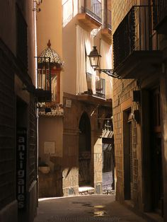 Barrio Gòtico,  Barcelona, Spain  // by Nico Geerlings, via Flickr