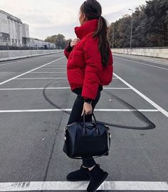 Cute red puffer jacket with all black. : Cute red puffer jacket with all black. Winter Fashion Outfits, Fall Winter Outfits, Look Fashion, Womens Fashion, Ootd Winter, Winter Chic, Fashion 2016, Ladies Fashion, Street Fashion