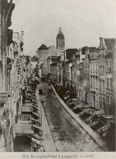 Königsberg Pr. Die Kneiphöfsche Langgasse einst................mit dem Königsberger Schloß im Hintergrund                                ca. 1880? CB