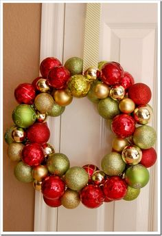 Wreath using wire clothes hanger, christmas balls and ribbon. Simple, easy and cheap!