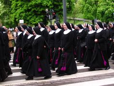 The Franciscan Sisters of the Family of Mary (polish I think) Check out the hot pink!!