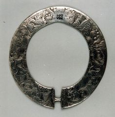 Silver Brooch - 16th century (National Museums Scotland) D=111x105mm, h=2mm  http://nms.scran.ac.uk/database/record.php?usi=000-100-001-489-C
