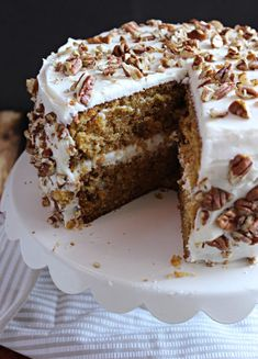 The Best Carrot Cake. One of my family's Easter traditions is Carrot Cake. I always bake one up for Easter Sunday. This is my go-to recipe! Cheesecake Desserts, No Bake Desserts, Easy Desserts, Delicious Desserts, Cheesecake Strawberries, Homemade Desserts, Cupcake Recipes, Cupcake Cakes, Dessert Recipes