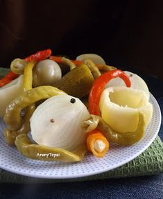 AranyTepsi: Hordós bedobálós savanyúság Pickling Cucumbers, Pickles, Pancakes, Eggs, Pudding, Fruit, Breakfast, Desserts, Recipes