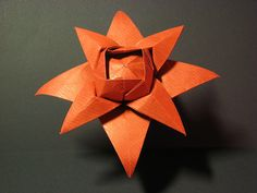 Fiore ad otto petali curvi (variante della seconda versione) - Flower with eight petals curved (variant of the second version). Origami from one uncut square. Designed and folded by Francesco Guarnieri, August 2008.