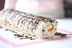 Hei sweet readers, Have you ever tasted a Budapest Roll? Budapest Roll is a delicious meringue hazelnut roll, filled with whipped cream and mandarin oranges! It is so delicious and so easy to make, an Meringue Roulade, Hazelnut Meringue, Budapest, Swedish Chef, Rolls Recipe, Pavlova, Frisk, Tray Bakes, Delicious Desserts