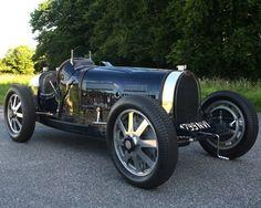 Yeap this is a Bugatti. A 1932 Bugatti. #bugatti #vintage