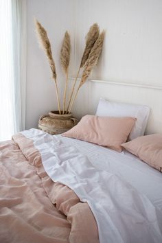 Warm and cosy blush French linen and white organic Bamboo bedding making us want to curl up with a cup of tea. Warm and cosy blush French linen and white organic Bamboo bedding making us want to curl up with a cup of tea. Bedroom Inspo, Home Bedroom, Bedroom Decor, 60s Bedroom, Wall Decor, Decor Room, Room Decorations, Design Bedroom, Bed Design