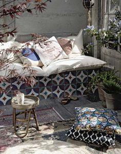 Buitenbank | garden couch | vtwonen 08-2016 | styling: Anke Helmich