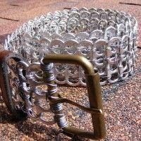 Cinturón con anillas de latas recicladas                                                                                                                                                                                 Más