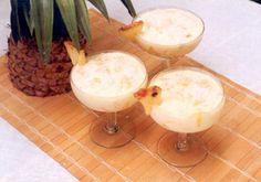 Pudim de iogurte   Ingredientes    - 2 copos de iogurte natural desnatado  - 1 lata de leite condensado light  - 1 copo de abacaxi picado  - gotas de baunilha a gosto  - 3 colheres (sopa) de coco ralado    Clique na foto para saber como preparar.