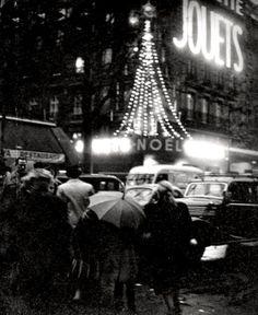adore clic (comme-un-air-d-autrefois:   © Willy Ronis ,   Noël à Paris 1953