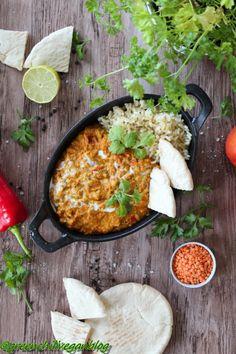Akik szeretik az indiai konyhát valószínűleg már mind hallották a curry szót és pontosan tudják milyen kellemesen pikáns ízt kölcsönöz a fogásoknak. A kari egy Dél- Indiában népszerű fűszernövény, a Távol-Keleten honos citrusféle cserje, melynek levelét használják ízesítésre. A karhi pedig egy… Vegan Blogs, Vegan Recipes, Vegan Meals, Junk Food, Avocado Tatar, Ceviche, Paella, Ethnic Recipes, Ipad