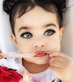 Swipe to see how cute she really is. The edits are ridiculous tbh she looks way better with her big brown eyes and g. Cute Little Baby, Baby Kind, Cute Baby Girl, Cute Mixed Babies, Cute Babies, Pretty Eyes, Cool Eyes, Beautiful Children, Beautiful Babies