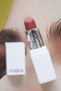 Nūdus Organic Lipstick in 27 Kisses Best Organic Makeup, Organic Makeup Brands, Natural Makeup Tips, Organic Beauty, Organic Skin Care, Natural Beauty, Eco Beauty, Beauty Tips, Beauty Hacks
