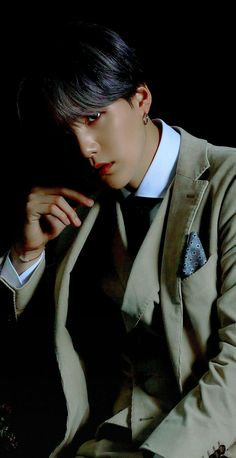 Discover recipes, home ideas, style inspiration and other ideas to try. Kim Seokjin Bts, Min Yoongi Bts, Min Suga, Bts Bangtan Boy, Trinidad James, Foto Bts, Bts Photo, Rapper Wallpaper, Wallpaper Wallpapers