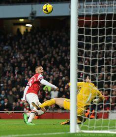 Oxlade-Chamberlain Scores vs Crystal Palace 2013-2014.