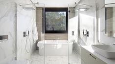 Ducha con ventana y bañera exenta dentro LINE Blanco Seda Mate de Santos