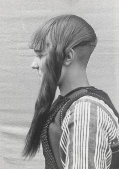 creaturesofcomfort:Haardracht Marken (Hair fashion from Marken, Netherlands). 1943
