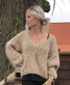 Love mohair Knitting pattern - Strikkeopskrifter f Grey Sweater Dress, Mohair Sweater, Casual Tops For Women, Knit Fashion, Knitting Designs, Knitwear, Knit Crochet, Knitting Patterns, Sweaters For Women