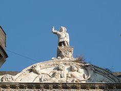 Statua di Alfonso dAragona a Castel Nuovo - 40°50′00″N 14°15′00″E