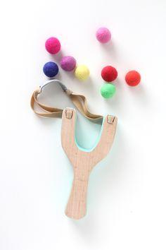 Slingshot with Felt Ball Ammo | Here's a craft for the boys! #DiyReady www.diyready.com