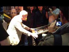 Een kleine wedstrijd tussen Gerrit Zalm en Jim Jansen op de Addams Family