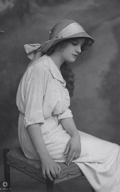 +~+~ Antique Photograph ~+~+   Young woman in hat - beautiful pose.