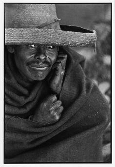 Henri Cartier-Bresson. México 1934''-Η φωτογραφία που σφίζει από ζωή παρουσιάζει ενδιαφέρον για μένα.Η χαρά του να κοιτάς ,η ευαισθησία,ο αισθησιασμός,η φαντασία όλα αυτά που κάποιος έχει στην καρδιά,έρχονται μαζί στο οφθαλμοσκόπιο της κάμερας.Αυτή η χαρά θα υπάρχει για μένα για πάντα''