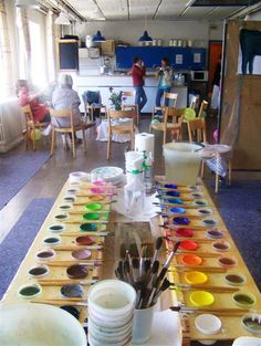 Malen macht das Leben bunter - Malfreude Bunt, Palette, Table Decorations, Furniture, Home Decor, Day Care, Palette Table, Homemade Home Decor, Home Furnishings